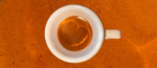 Ein italienischer Espresso mit ca. 25 ml Tasseninhalt